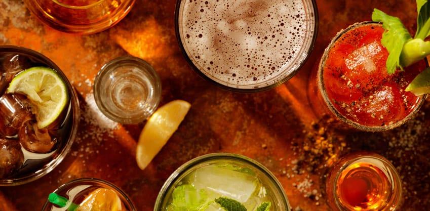 Cocktail: le origini della parola, drink dal medioevo ai giorni nostri