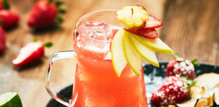 Cocktail Emozioni in tazza, con succo di Lichees, lime e Sanbittèr Emozioni di Frutta Pompelmo