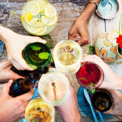 Galateo: come essere ospiti perfetti ed impeccabili di un aperitivo