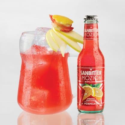 Cocktail con Sanbittèr Emozioni di Frutta al Pompelmo e zucchero di canna bianco
