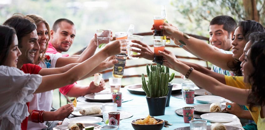 Le app per rendere l'aperitivo unico, ecco le migliori