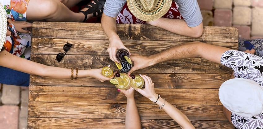 Gli aperitivi di Ferragosto: Cocktail Estivi Sanbittèr per un'estate felice e in compagnia