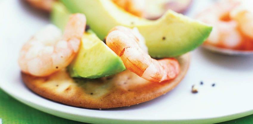Tartine gamberetti e avocado: la ricetta natalizia