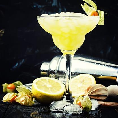 I cocktail con la frutta esotica per l'aperitivo