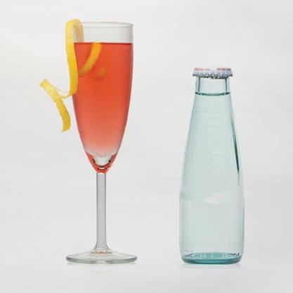 Cocktail Royal Bitter, con Sanbittèr Dry e sciroppo di tè ai frutti rossi
