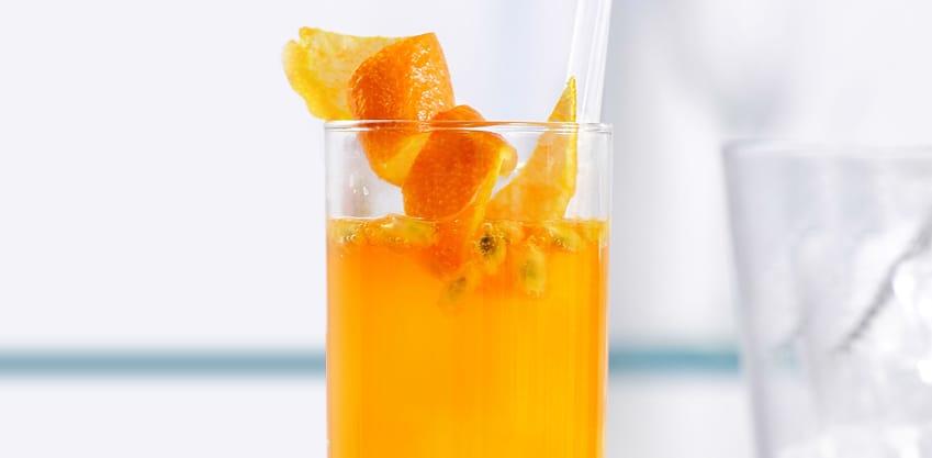 Passion in the Air drink delicato con Sanbittèr Emozioni di Frutta Passion Fruit e Aranciata Amara Sanpellegrino