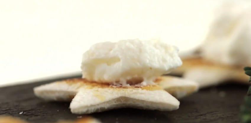 Crostini Cheese & Pear