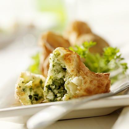 Fagottini di carciofi con pancetta affumicata, la ricetta per l'aperitivo