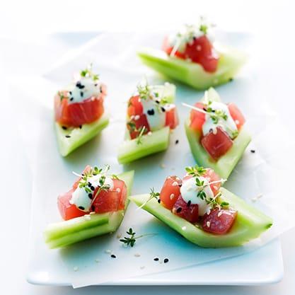 Finger food di cetrioli e tartare di tonno