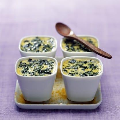 Flan di spinaci e curry per l'aperitivo