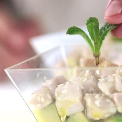 Dadolada di avocado, ananas e pollo, ricetta delicata per i tuoi aperitivi