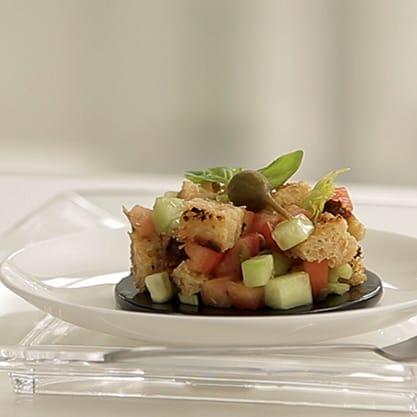 Coppetta di Panzanella, ricetta tipica toscana per un piatto estivo veloce