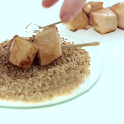 Spiedini di pollo glassati, finger food facile e gustoso da preparare