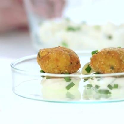Praline di zucchine, ricetta semplice e veloce con yogurt greco