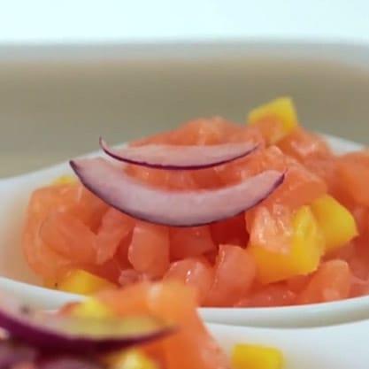Tartare Esotica con salmone affumicato e mango per un antipasto di pesce