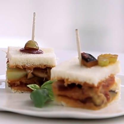 Club Sandwich di Caponata, appetizer da aperitivo italiano