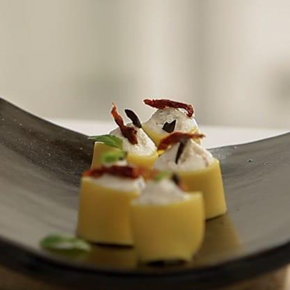 Anelli di pasta in kit, ricetta mediterranea con ricotta, pomodorini secchi e sapori