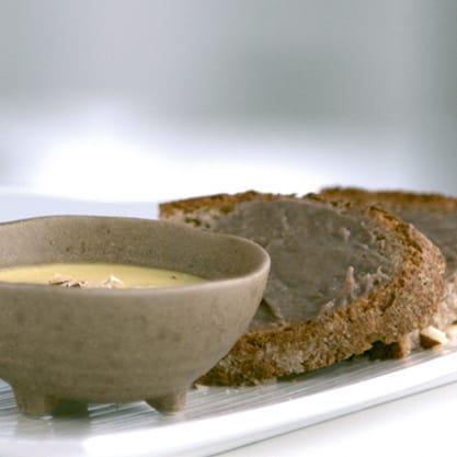 Pètit di fonduta, ricetta con formaggi e frutta secca