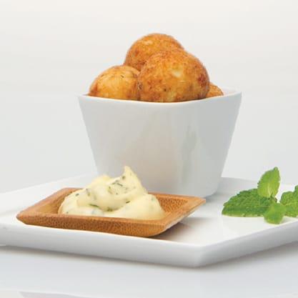 Polpette di patate e salmone affumicato con maionese alla menta