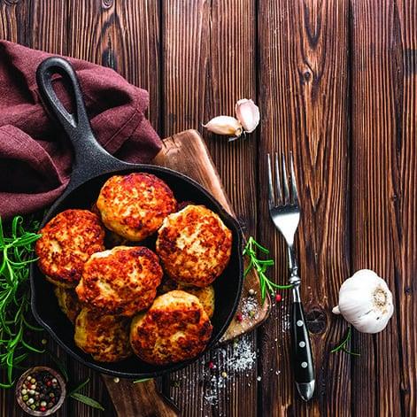 L'aperitivo di Capodanno con le frittelle di lenticchie e cotechino