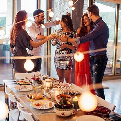 Galateo dell'aperitivo: le 5 regole per i padroni di casa