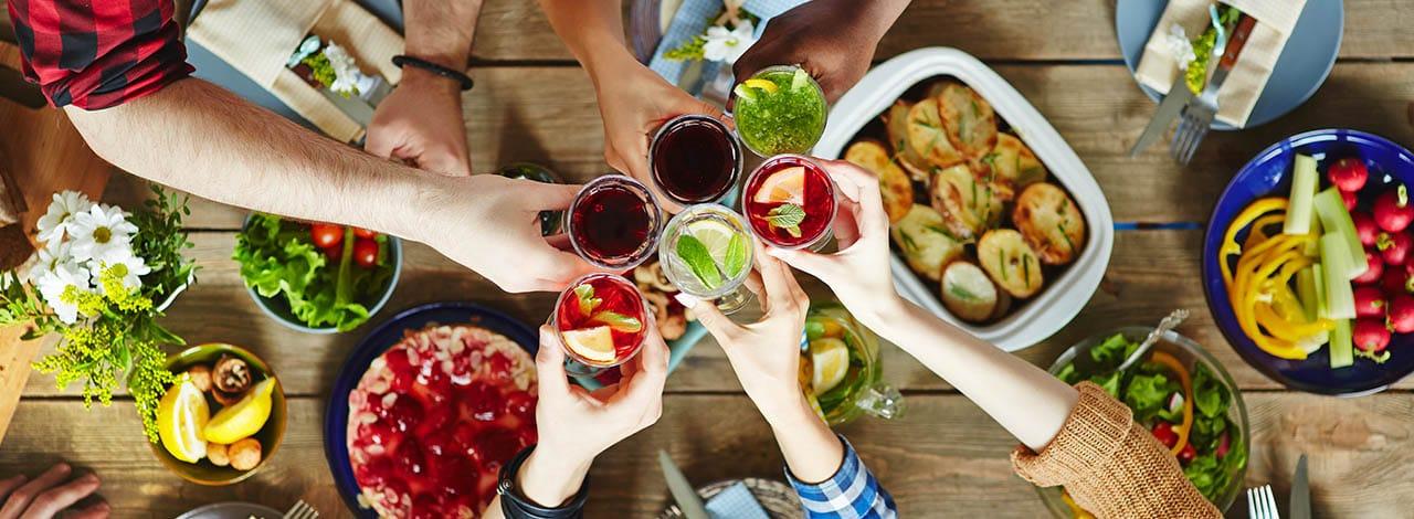 Il galateo dell'aperitivo: i consigli Sanbittèr per prepararlo perfetto
