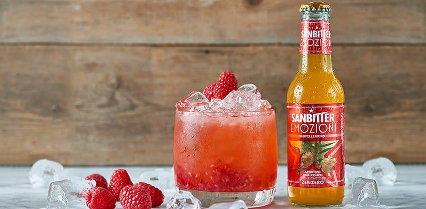 Cocktail Ginger Bitter con succo di lime e Sanbittèr Emozioni Zenzero