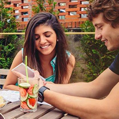 Imparare una nuova lingua bevendo aperitivi