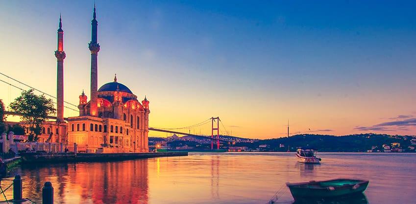Istanbul e il Ponte di Galata che unisce due continenti