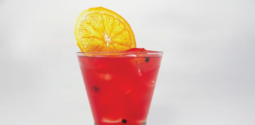 Cocktail estivo con Sanbittèr Rosso e spremuta d'arancia