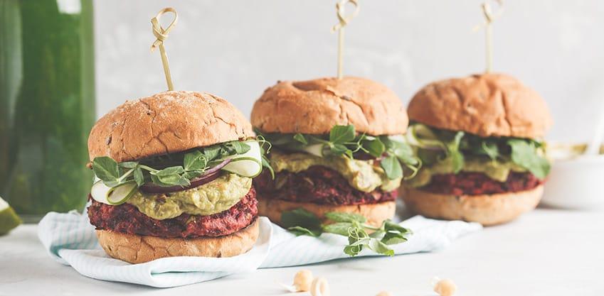 Panini Vegani con burger di soia, insalata e ceci