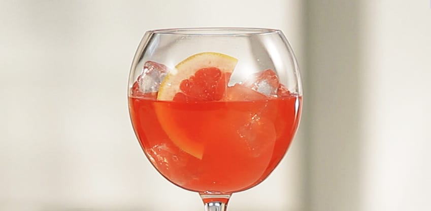 Pompelmo Hot, cocktail con pepe rosa e Sanbittèr Emozioni di Frutta Pompelmo