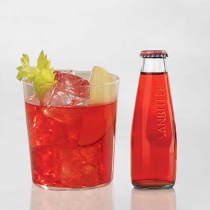 Red Eva, aperitivo con centrifugato di mela e sedano con Sanbittèr Rosso