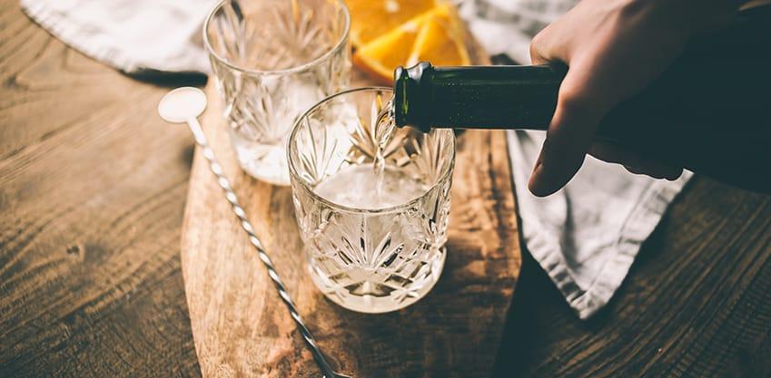 Preparazione di un cocktail a base di prosecco