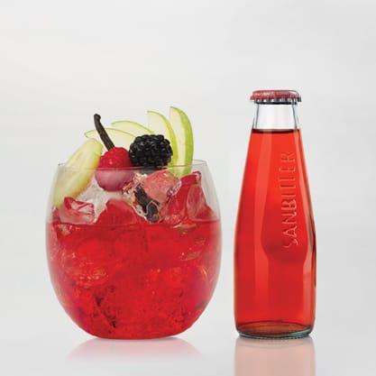 Punch Bitter, cocktail a base di Sanbittèr Rosso con lamponi, more e vaniglia.