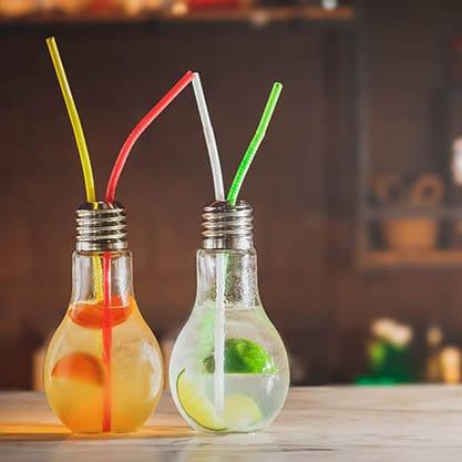 Scopri con Sanbittèr il nuovo trend dei cocktail 2017 nei bicchieri a forma di lampadina