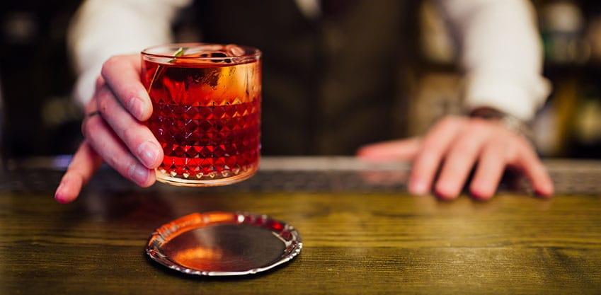La Scozia e la tradizione dei cocktail a base di gin come il Negroni