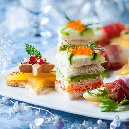 Stelle di tonno e crema di avocado per l'aperitivo di Natale