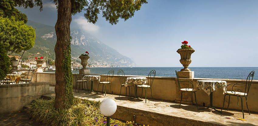 Le 4 mete più belle d'Italia per un aperitivo sul lago