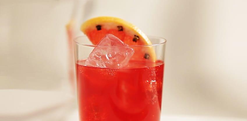 Tropicana Zen, cocktail analcolico con ananas e zenzero, Tonica Sanpellegrino e Sanbittèr Rosso