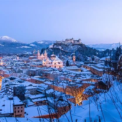 Veduta di Salisburgo coperta di neve